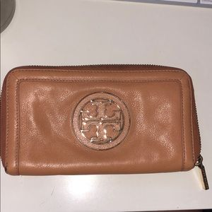 Tory Burch Amanda Zip Around Wallet